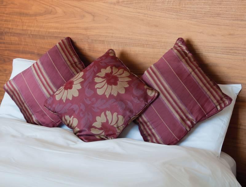 Samolepicí fólie na posteli
