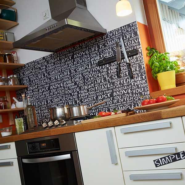 Vinylová tapeta za kuchyňskou linku